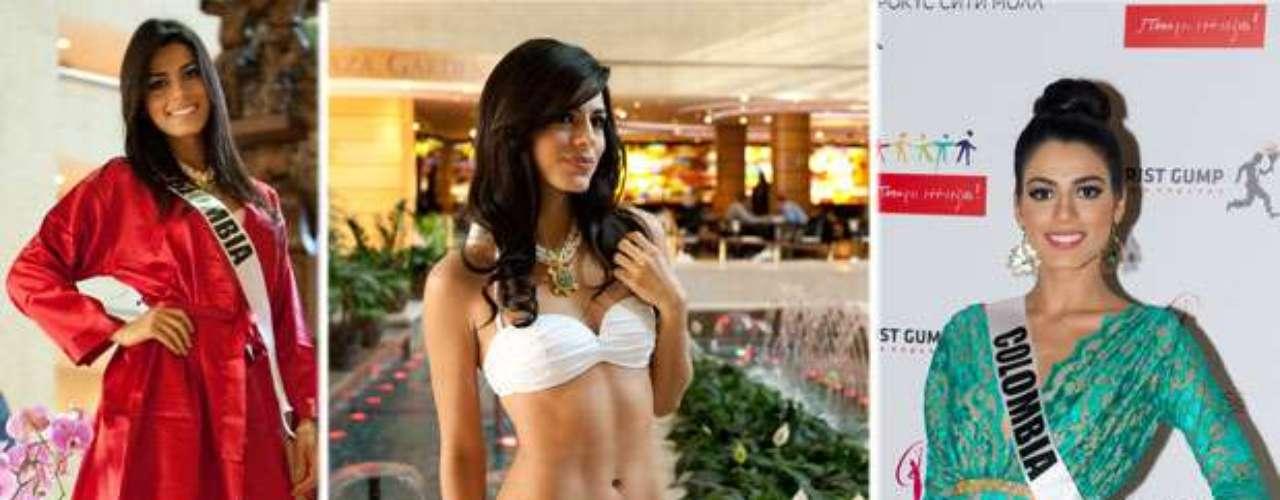 Esta llamativa reina de cabello azabache de mirada impactante es Miss Colombia, Carmen Lucía Aldana Roldán. Tiene 21 años de edad y reside en Cali.