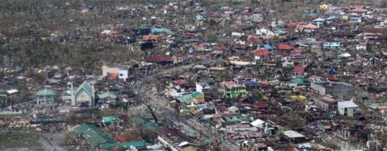 Además de los tifones, Filipinas sufre regularmente el azote de la naturaleza, en forma de sismos o erupciones volcánicas, con un balance de víctimas mortales cada vez más elevado.
