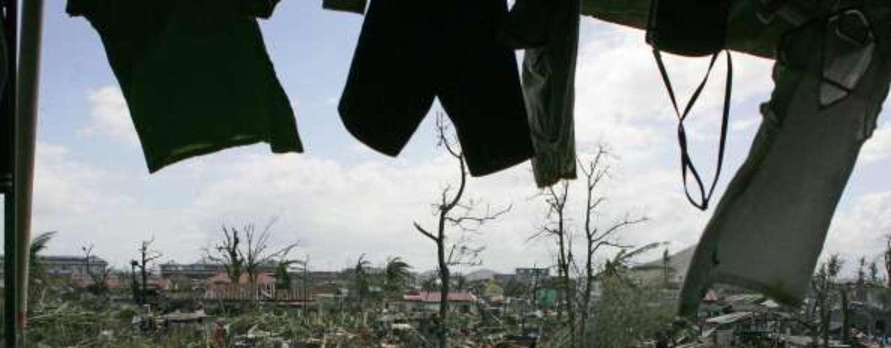 Varios países han propuesto su ayuda a Filipinas. Estados Unidos entregará helicópteros, aviones, navíos y equipamientos destinados a la búsqueda y el rescate, a pedido de Manila, anunció el secretario de Defensa, Chuck Hagels.