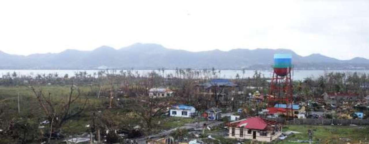 Dos islas del centro del archipiélago filipino, Leyte y Samar, que se encontraban en plena trayectoria de Haiyan cuando sacudió la zona el viernes de madrugada, fueron las más afectadas.