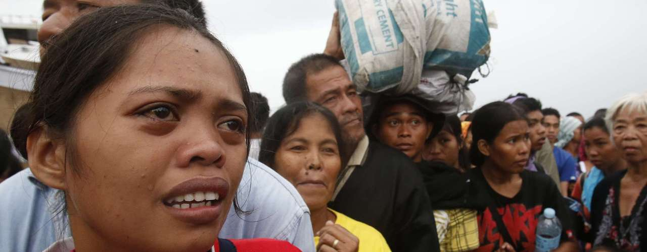 A woman cries after failing to board a military flight by the Philippine Air Force to evacuate typhoon victims in Tacloban city, which was battered by Typhoon Haiyan, in central Philippines November 12, 2013. Rescue workers tried to reach towns and villages in the central Philippines on Tuesday that were cut off by the powerful typhoon, fearing the estimated death toll of 10,000 could jump sharply, as relief efforts intensified with the help of U.S. military. The flight was full and would return to continue the evacuation, according to officials.   REUTERS/Erik De Castro (PHILIPPINES - Tags: DISASTER ENVIRONMENT MILITARY)