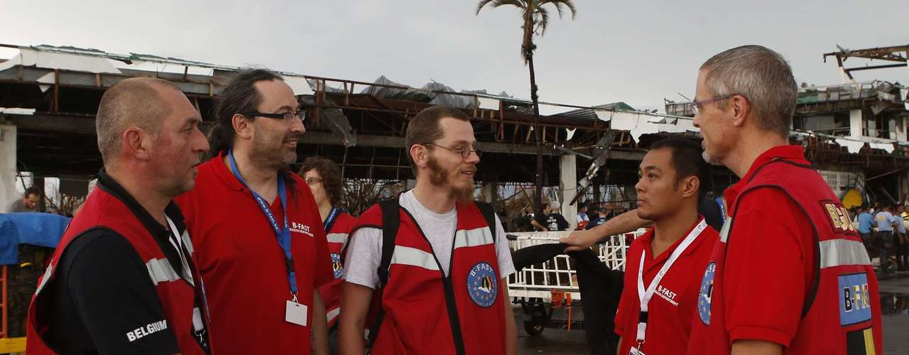 Relief aid workers from Belgium arrive at the airport to help victims of Typhoon Haiyan, in Tacloban city in central Philippines November 12, 2013. Rescue workers tried to reach towns and villages in the central Philippines on Tuesday that were cut off by the powerful typhoon, fearing the estimated death toll of 10,000 could jump sharply, as relief efforts intensified with the help of U.S. military. REUTERS/Erik De Castro (PHILIPPINES - Tags: DISASTER ENVIRONMENT POLITICS)