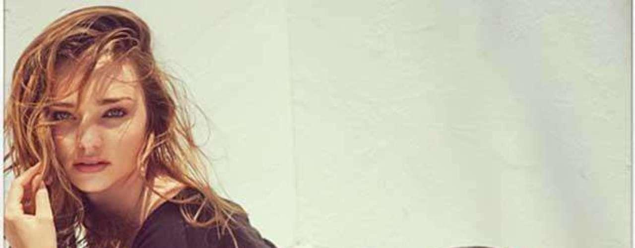 Miranda Kerr. Aunque recientemente se desató un escándalo porque supuestamente usó Photoshop en sus imágenes, esta supermodelo australiana es poseedora de una cuerpo innegablemente bello. Lo consigue practicando ballet y yoga.