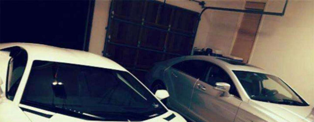 Al parecer Iván Guzmán tiene a su disposición varios autos de costos millonarios.