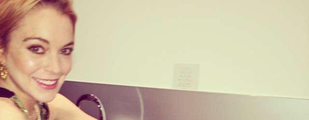 ¿Y esto? ¿Lindsay Lohan en la cocina? Pues sí, parece que la actriz sabe qué hacer con un horno. ¿Milagro de Navidad?