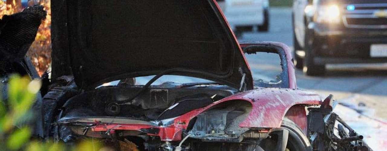 Según el departamento de Policía del condado de Los Ángeles, el accidente tuvo lugar en torno a las 15:30 hora local. Las autoridades dieron con un coche envuelto en llamas y encontraron dos víctimas en su interior.