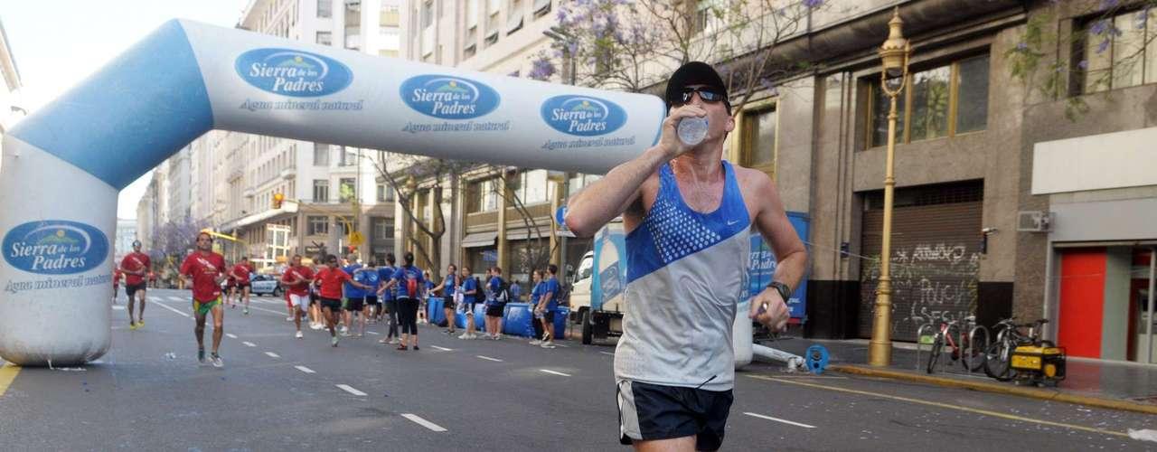 Más de 15.000 personas corrieron por lugares emblématicos de la ciudad de Buenos Aires. La avenida Corrientes, el Obelisco, la Catedral de Buenos Aires y Plaza de Mayo vivieron la pasión por el running
