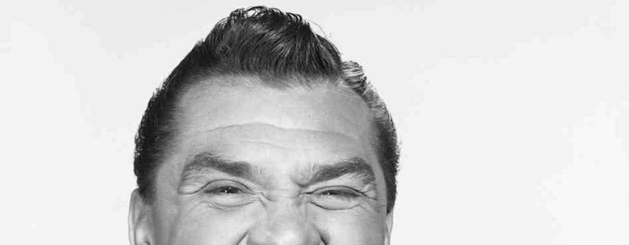 Ernie Kovacs fue un comediante, guionista y actor que se destacó en la primera Edad de Oro de la televisión estadounidense. El 13 de enero de 1962, a los 42 años, falleció cuando su carro se accidentó en la esquina de Beverly Glen y Santa Monica Boulevards, en Los Ángeles.