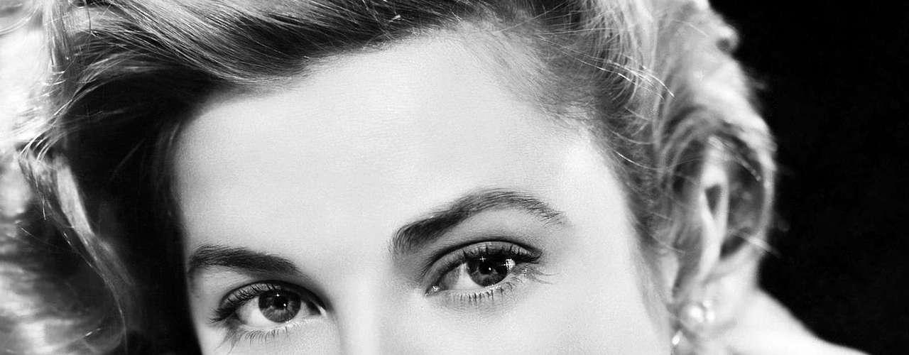 Grace Kelly fue una de las actrices más queridas de su generación. Sus papeles en películas como 'The Country Girl', 'Mogambo' y 'La ventana indiscreta' la consagraron y su matrimonio con el Príncipe Rainiero de Mónaco la inmortalizó. Sin embargo, el 13 de septiembre de 1982 murió en un accidente en la rivera del Mediterráneo.