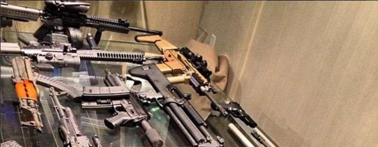 Bilzerian también es un coleccionista de armas.