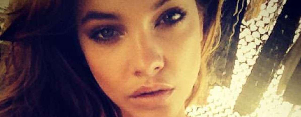 La sexy Barbara Palvin, modelo y ángel de Victoria Secret