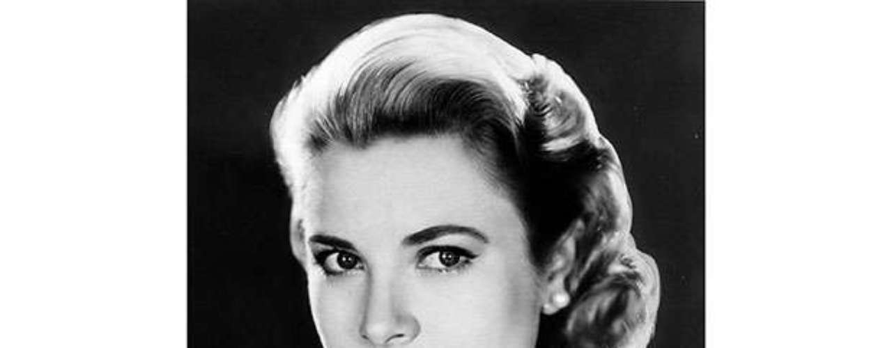 Grace Kelly murió también en un accidente de tráfico en una carretera cercana a Montecarlo.