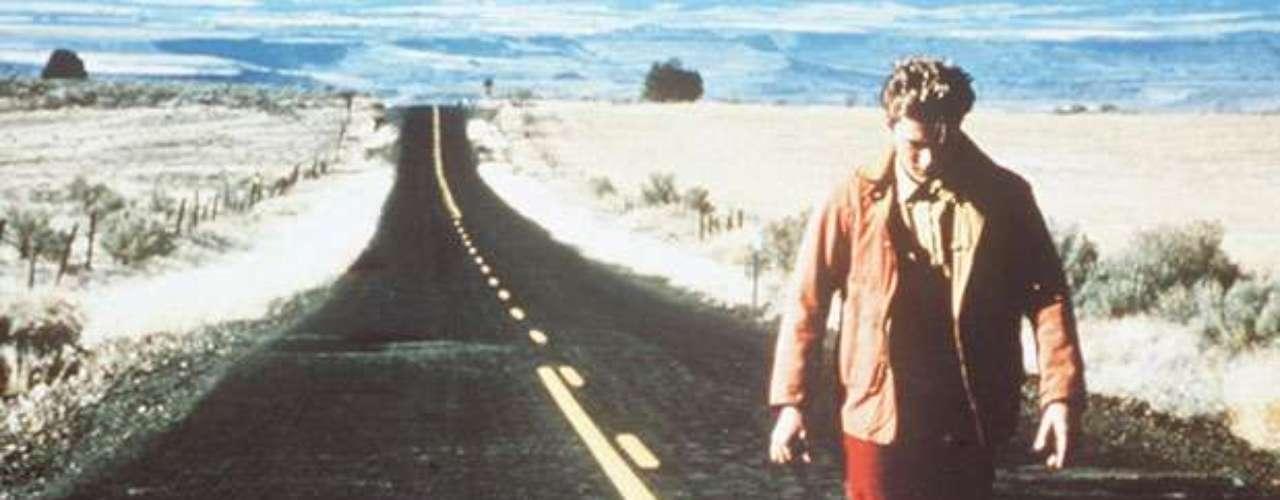 Una mezcla de cuatro drogas pudo estar detrás de la inesperada muerte del joven actorRiver Phoenix. Encontró la muerte em el exterior de una discoteca de Hollywood. Era el 31 de octubre de 1994.