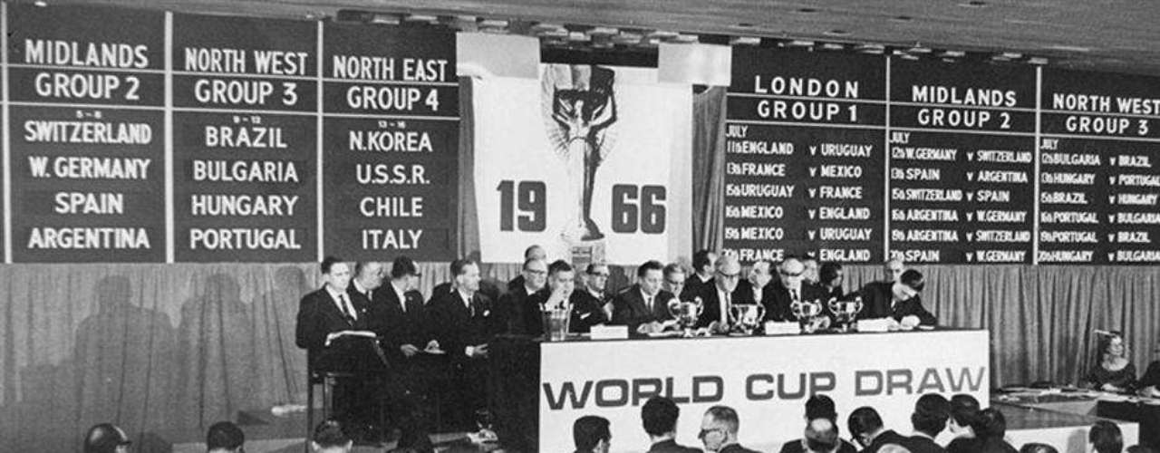 Sorteo final en 1966 en el Hote Royal Garden