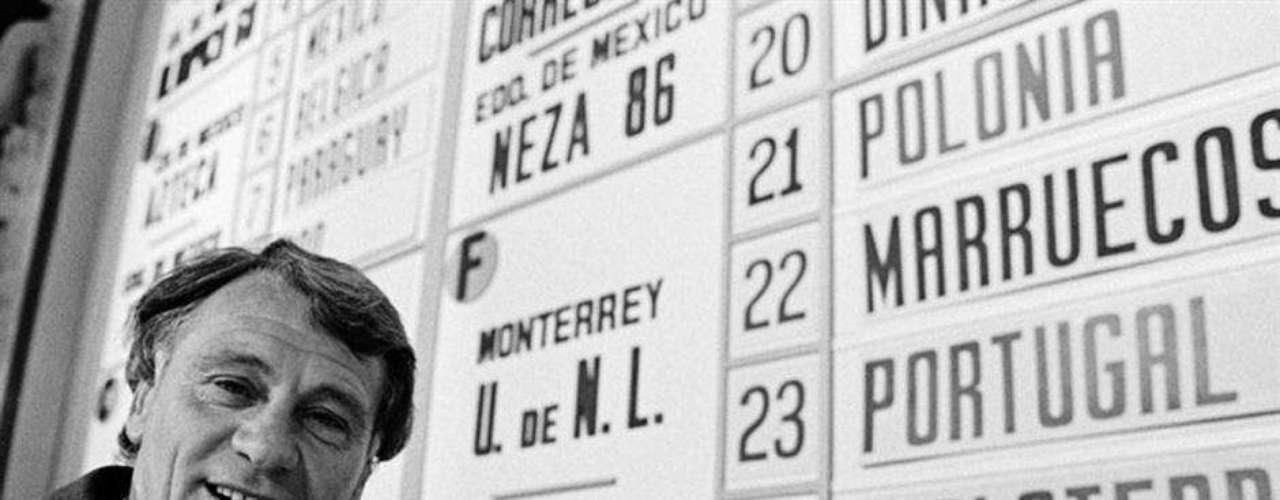 Bobby Robson en el sorteo en 1966