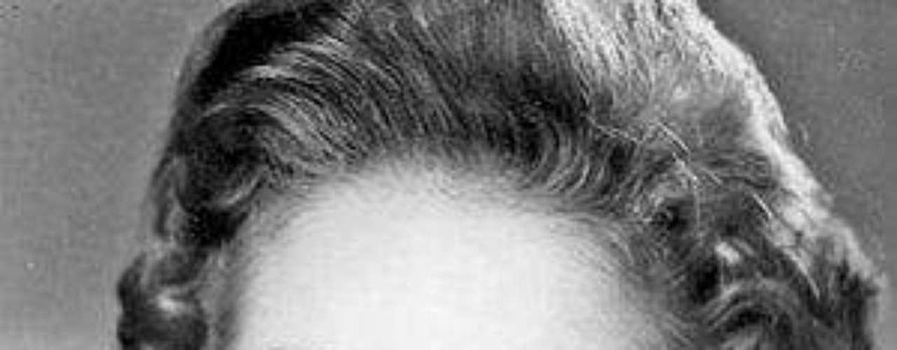 Comenzó su carrera en el cine mexicano con cintas como 'Nosotros los pobres' (1948), '¿Qué te ha dado esa mujer?' (1952) y 'Mujeres sin mañana', con la que obtuvo un premio Ariel en 1952 por mejor coactuación femenina. En televisión la recordamos por su trabajo en las novelas 'El Maleficio', 'Cuna de Lobos', así como en producciones de corte infantil como 'Amigos x siempre' y 'Cómplices al rescate' y la última que realizó 'En el Nombre del Amor' (2009).Muere el actor mexicano Juan PeláezEncuentra páginas de tus novelas favoritas en orden alfabéticoActores que murieron en 2011Actoreshispanos que murieron en 2012Inolvidable: Eduardo Palomo y su 'Corazón Salvaje'Fallece Gérard de Villiers, popular autorfrancés de novelas de espionaje