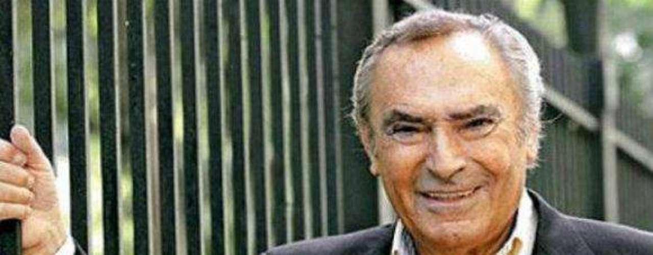 Juan Carlos Calabró, considerado uno de los grandes capocómicos de Argentina, murió este martes 11 de noviembre de 2013 a los 79 años a raíz de una insuficiencia renal, informaron sus familiares. \