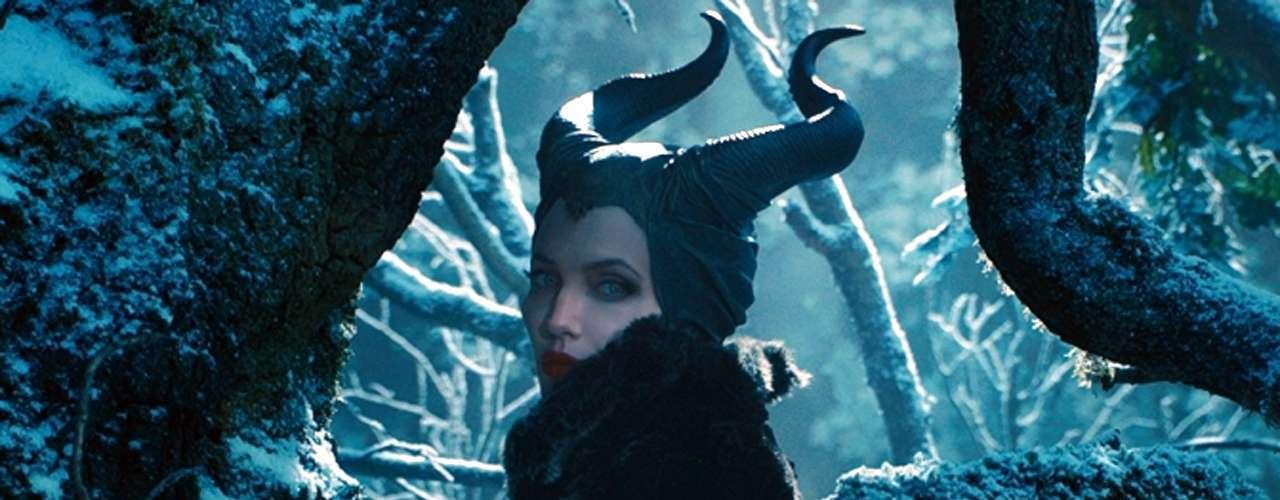 'Maléfica' - Angelina Jolie se mete en la piel de uno de los personajes cinematográficos más famosos que jamás hayan surgido de la adaptación de un cuento de hadas. Esta vez, la versión de la historia que te van a contar es la de la pobre e incomprendida villana.Fecha de estreno en México: Mayo 30, 2014.