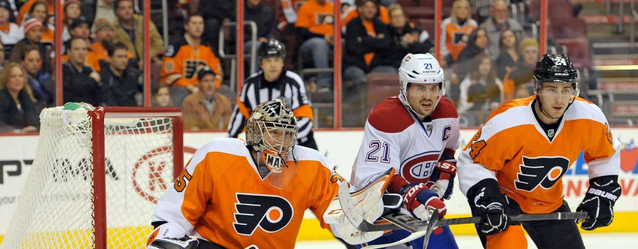 Dec 12, 2013; Philadelphia, PA, USA; Philadelphia Flyers goalie Steve Mason (35) and right wing Matt Read (24) battle with Montreal Canadiens right wing Brian Gionta (21) during the third period. The Flyers defeated the Canadiens, 2-1. Mandatory Credit: Eric Hartline-USA TODAY Sports