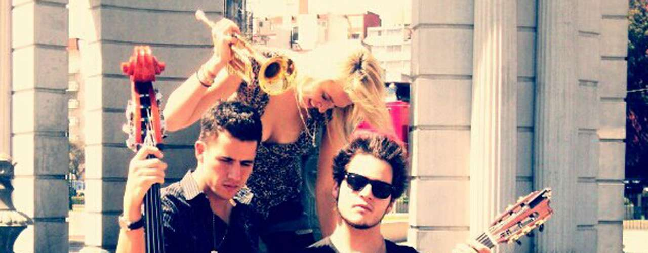 5.- 'Me Voy a Ir' - Jenny and the Mexicats