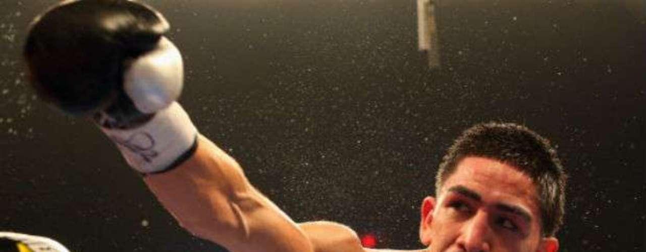 El mexicano Leo Santa Cruz podría enfrentar al cubano Guillermo Rigondeaux en las 122 libras.