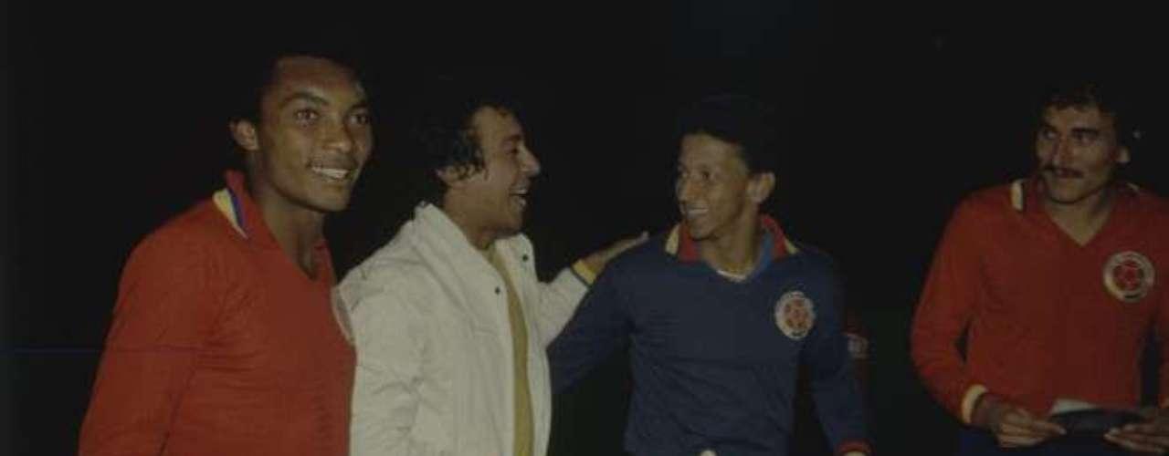 Díaz con jugadores de la Selección Colombia.