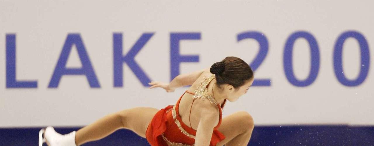 La estadounidense Michelle Kwan, otra de las estrellas de invierno de su país, también resultó en el suelo de la pista cuando se cayó en la prueba de estilo libre de patinaje artístico en Salt Lake City.