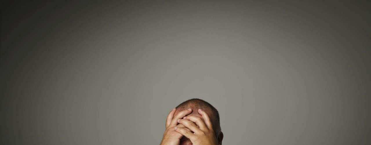 ¿Por qué hay gente que actúa como si quisiera ser infeliz? Esta es la pregunta de la psicóloga y terapeuta familiar Cloe Madanes, que cree que \
