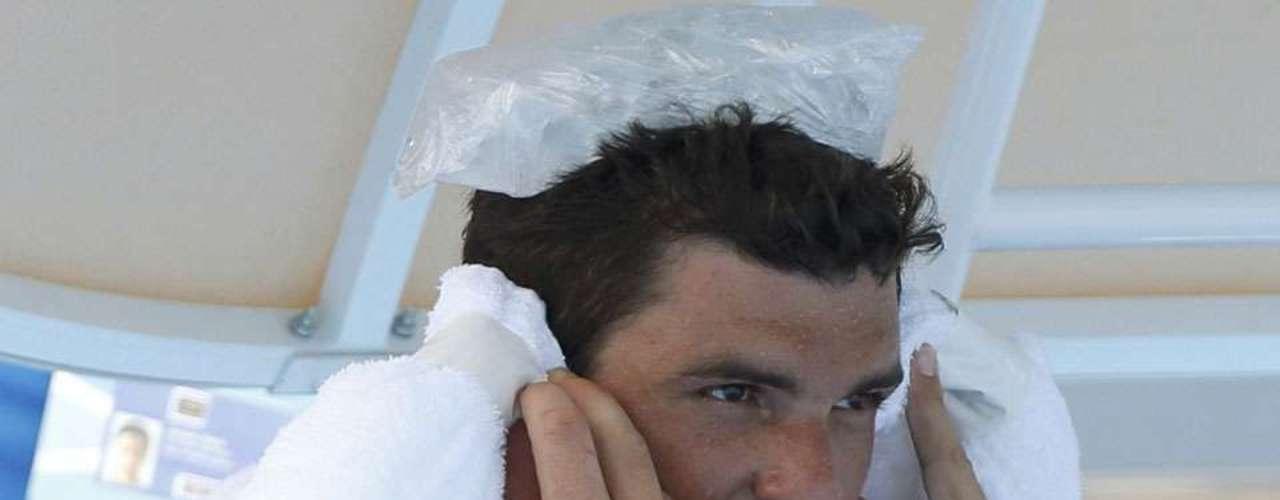 En el día 2 de competencias del primer Grand Slam del Año tuvo temperaturas sobre los 42.2 grados, lo que incluso provocó alucinaciones en un tenista. Por su parte, el público buscó formas de refrescarse, entregando sexys imágenes