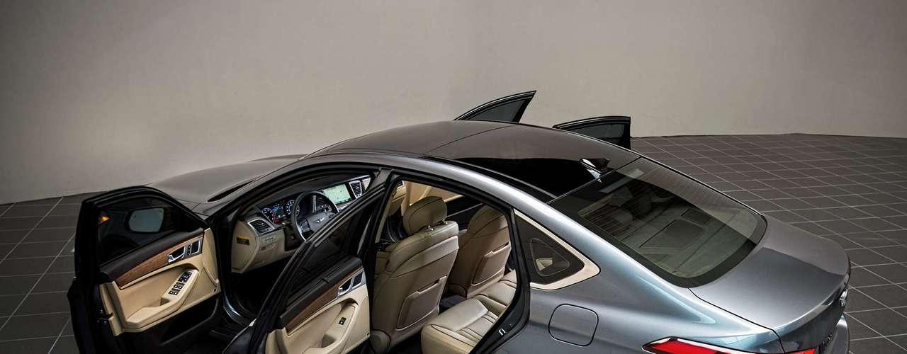 El Tau V8 de 5.0 litros está acoplado a una transmisión automática de ocho velocidades. Esta transmisión ofrece una mayor lógica de cambio y la velocidad.