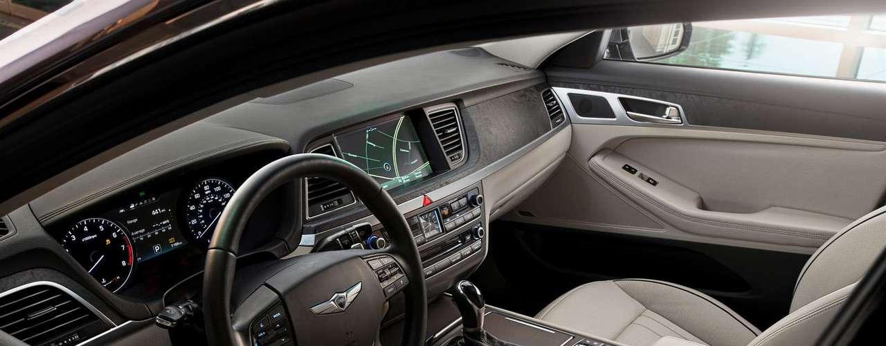 Todas las transmisiones de ocho velocidades incluyen la capacidad de cambio SHIFTRONIC manual con paletas de cambio en el volante convenientemente ubicadas para realizar cambios fácilmente durante la conducción.