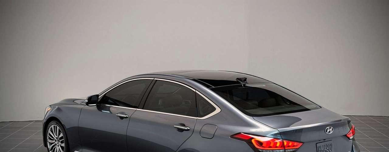 El neumático de Escultura 2,0 encapsula un trío de los principales elementos de diseño: estética de fluidos, la mirada moderna del Hyundai y un ambiente de primera calidad.