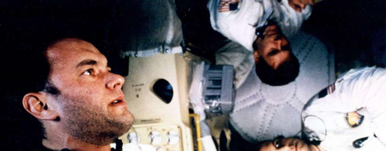 En 'Apolo 13' dio vida al comandante Jim Lovell, uno de los tres astronautas que lograron regresar con vida después de sobrevivir a una explosión a medio camino entre la Tierra y la Luna.