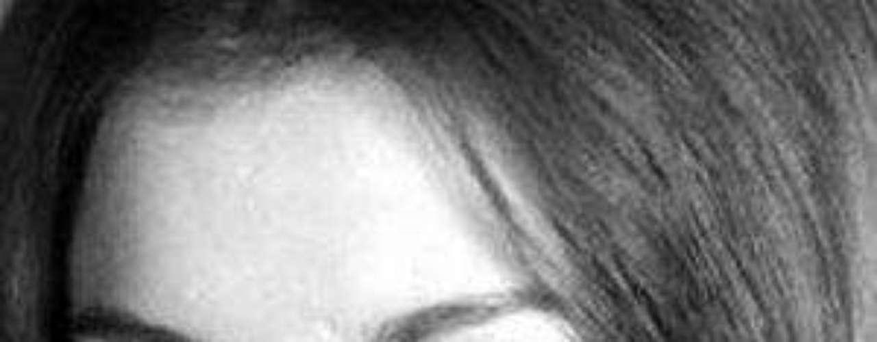 En 1975 encarnó su primer personaje importante enla telenovela 'Paloma', al lado de Andrés García yOfelia Medina. En este mismo año recibió el premioCalendario Azteca como revelación en Televisión,otorgado por la Asociación de Periodistas de Radioy Televisión, así como la Diosa de Plata por suactuación en la película 'El desconocido'.Empezó su trayectoria en la música con temas deJuan Gabriel como 'Siempre estoy pensando en ti','Por qué me haces llorar', 'Frente a frente' y 'Lasonrisa del año'; llegó a vender un millón decopias de su primer álbum.Lucía Méndezy la telenovela de sus memes y fotos eninternetLos 50 rostros más bellos delas telenovelasDivas de telenovelasque hicieron historia en la TV¿Triste realidad? Las estrellassin maquillaje