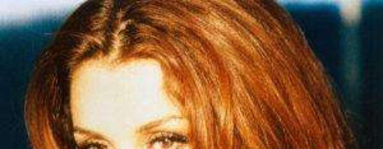 Fue nombrada 'Reina de Reinas' porparte de la comunidad gay. En 2009 tuvo actividaden la televisión y la música, con su actuaciónespecial en la telenovela 'Mi Pecado', dentro dela serie 'Tiempo final'.Lucía Méndezy la telenovela de sus memes y fotos eninternetLos 50rostros más bellos delas telenovelasDivas de telenovelasque hicieron historia en la TV¿Triste realidad? Las estrellassin maquillaje