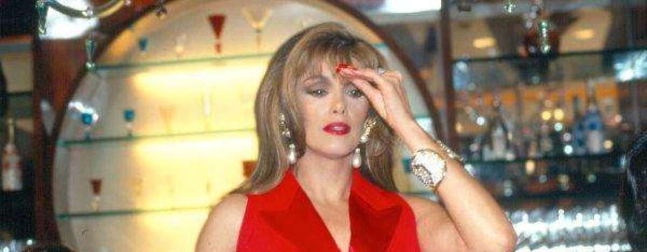 Incursionó en programas musicales de latelevisión y en la comedia teatral, en obras como'Nada de sexo que somos decentes', al lado deBenny Ibarra, por lo que recibió varios premioscomo Revelación Teatral.En 2004 contrajó matrimonio con el empresarioestadunidense de origen cubano Arturo Jordán, bajola religión cristiana. En ese año lanzó el álbum'Vive', el cual incluye un dueto con el grupo LosTucanes de Tijuana.Lucía Méndezy la telenovela de sus memes y fotos eninternetLos 50 rostros más bellos delas telenovelasDivas de telenovelasque hicieron historia en la TV¿Triste realidad? Las estrellassin maquillaje