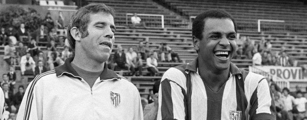 Luis Aragonés, junto a Luiz Pereira, en un entrenamiento en 1975.