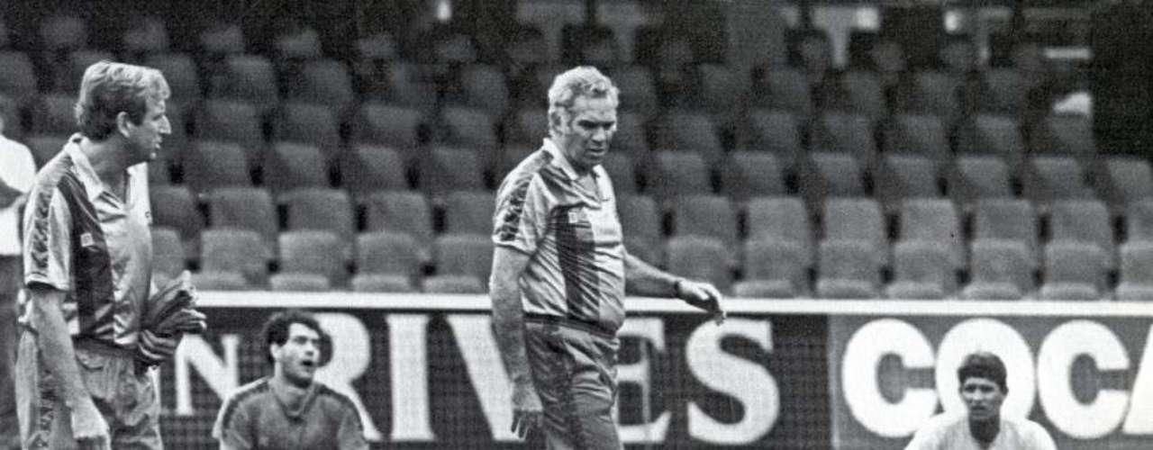 Luis Aragonés, durante un entrenamiento con elBarça en la temporada 1987-88.
