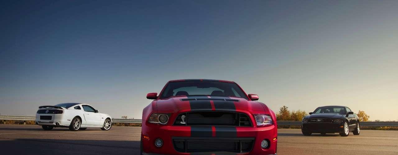 La fascia delantera y divisores fueron modificados para soportar cargas extremas de 120 mph (200 km/h), lo que resulta en un coche que hace un seguimiento de forma más segura de la carretera a altas velocidades. Ofrece un 33 por ciento de carga aerodinámica más eficaz a 160 mph (266 km/h) en comparación con el modelo 2011.