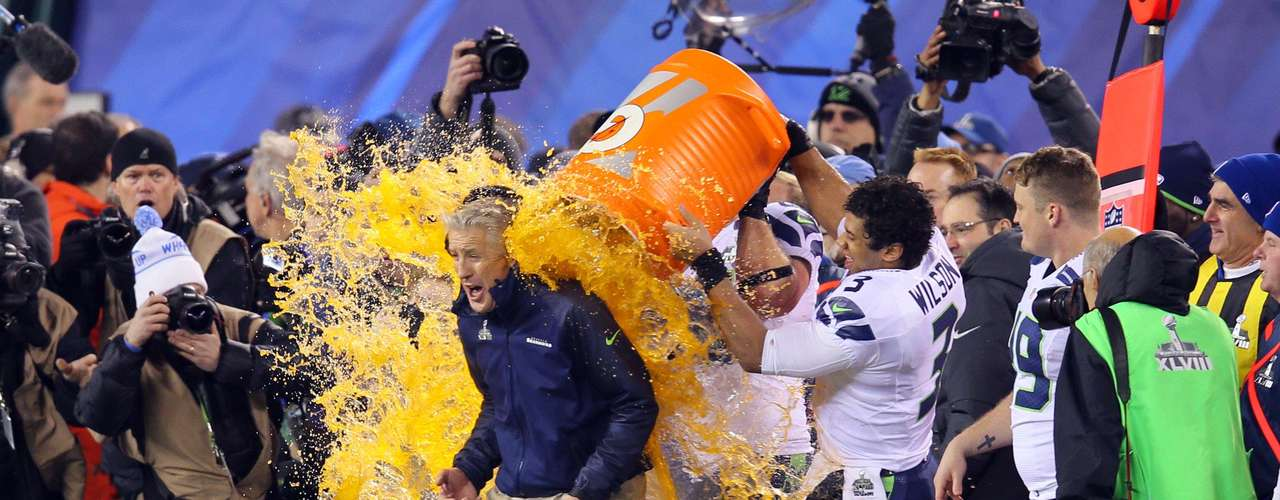 Seattle Seahawks head coach Pete Carroll gets gatorade dump on him by quarterback Russell Wilson (3).