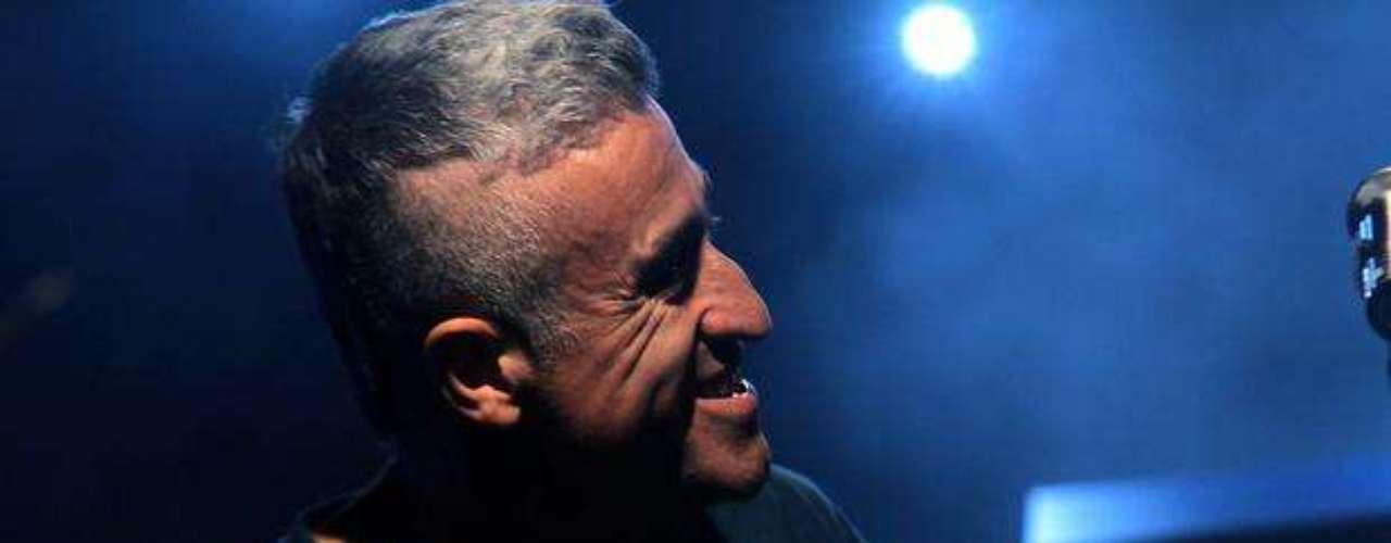 La segunda gran figura del festival es el polémico y talentoso cantautor chileno, Jorge González. El ex de \