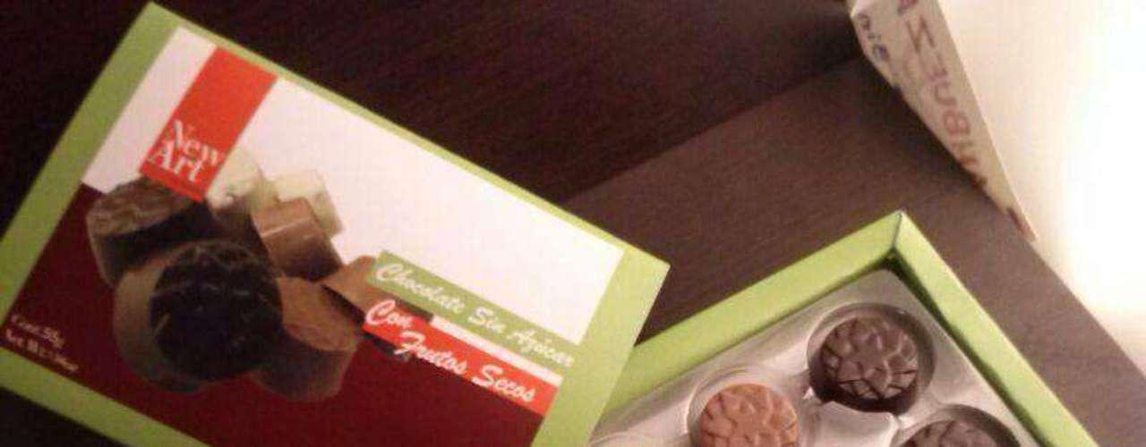 Caja de chocolates surtidos de New Art Xocolatl. Esta chocolatería artesanal se distingue por su gran variedad de chocolates. Elige los que crees que vayan a fascinar a tu pareja y arma una caja de regalo.