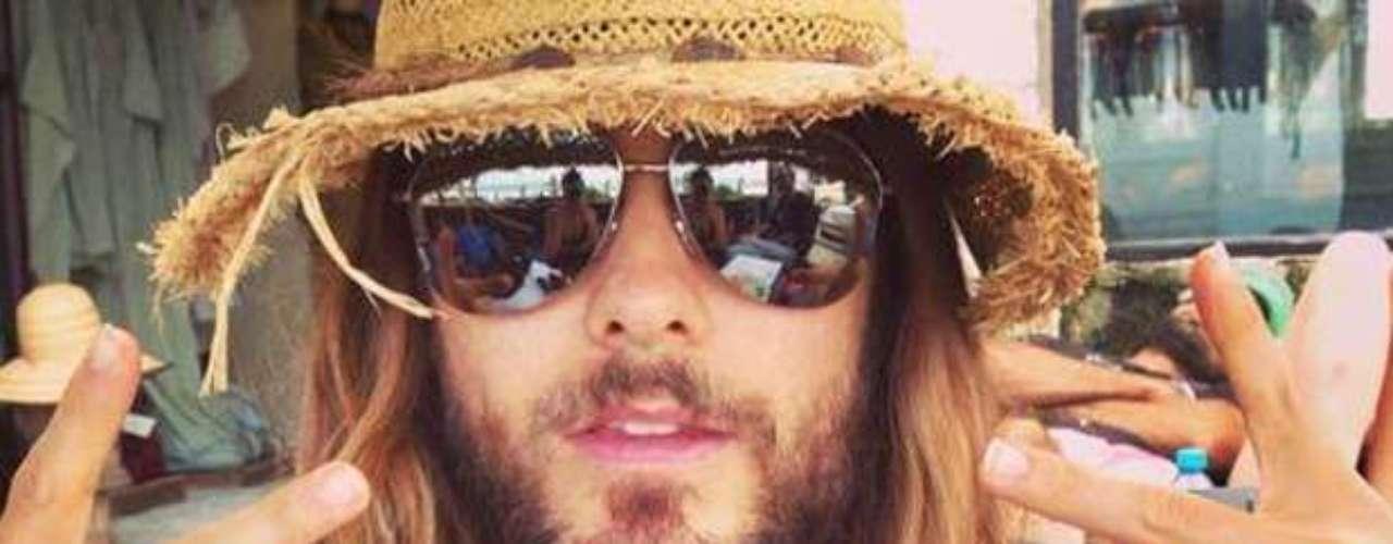 Jared Leto, quien además lidera la banda de rock 30 Seconds to Mars, escribió por Twitter: \