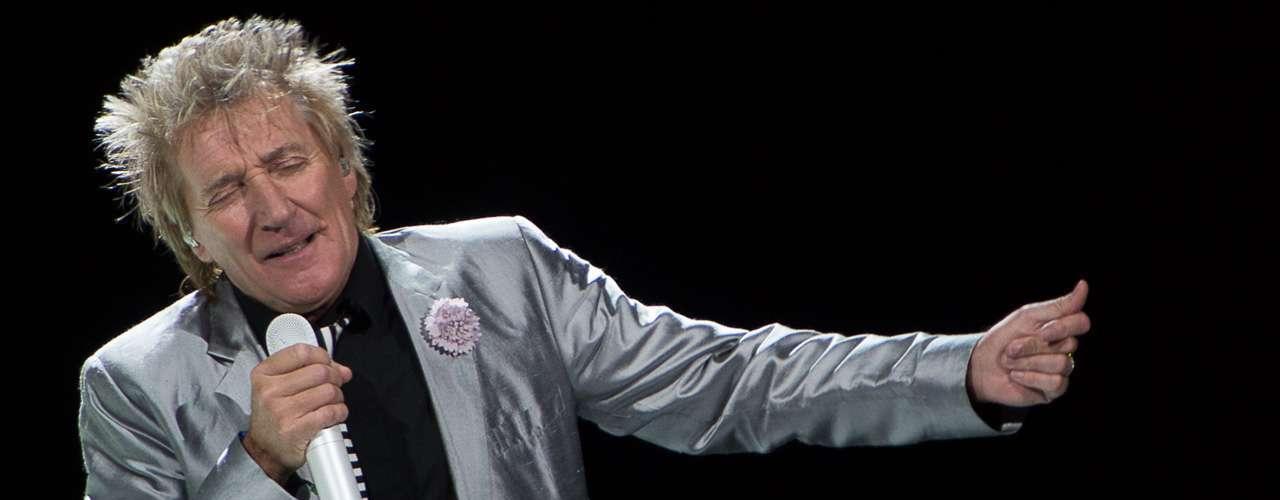 Rod Steward debutará en Viña del Mar el jueves 27 de febrero, su primera presentación iba a ser en 2002 pero repentinamente canceló. Ha prometido que tocará 'Sailing' y 'I Don't Want to Talk About'.