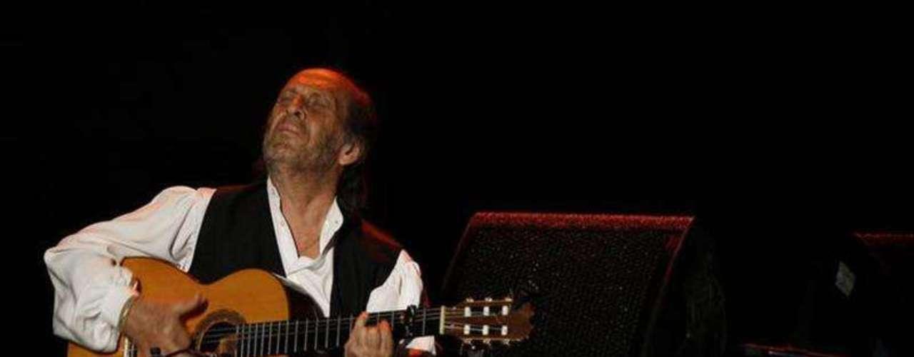 Paco de Lucía.-El guitarrista español falleció el 26 de febrero de 2014, en un hospital de Cancún (México), al que fue trasladado tras sentirse indispuesto, confirmaron a EFE fuentes próximas a su familia.