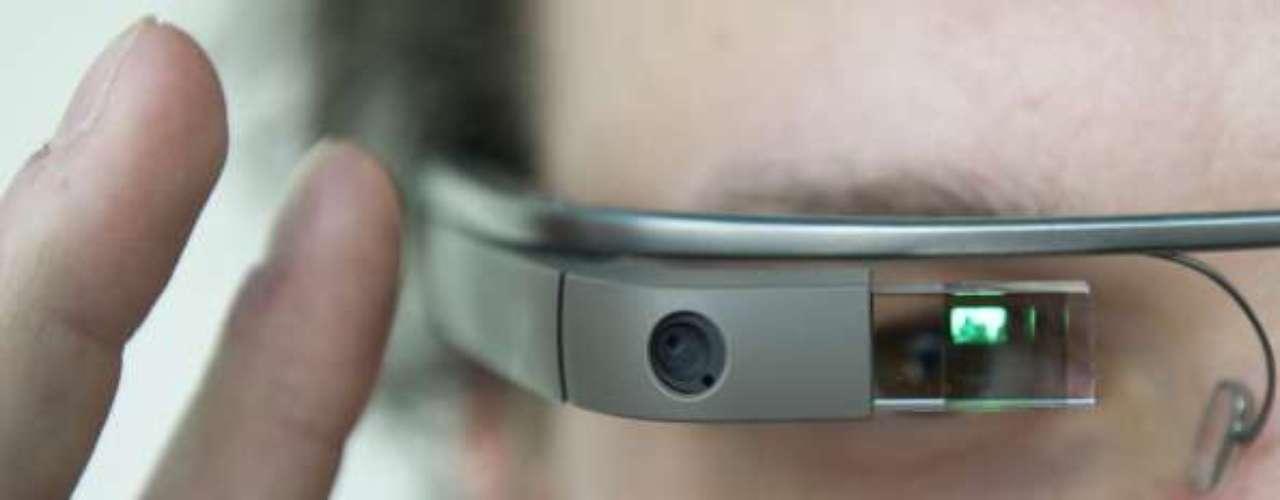 4 . Usuaria de Google Glass reporta crímenes de odio. Una mujer en San Francisco asegura que fue atacada por utilizar los lentes en el interior de un bar.