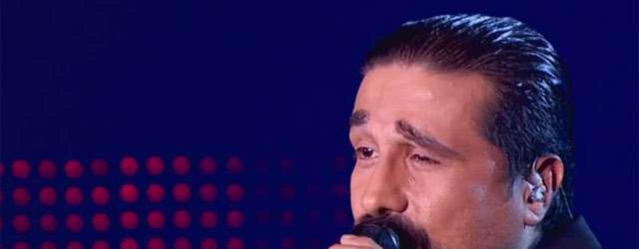 Willie Colón se dejó depilar las cejas para parecerse un poco más al artista. Su interpretación ha sido admirada por los jurados del programa.