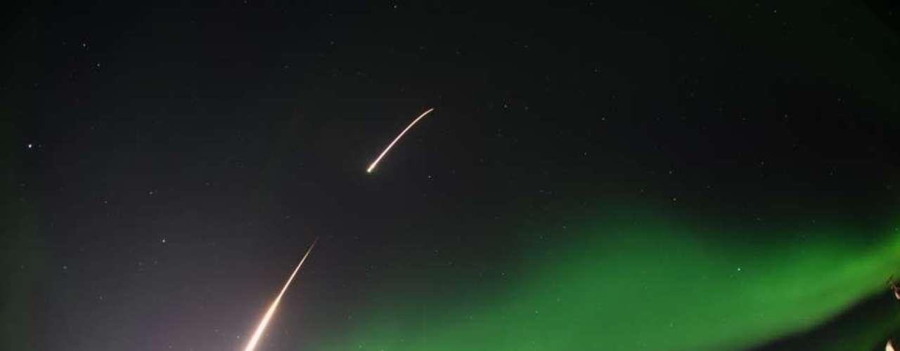 El 5 de marzo de 2014, la NASA publicó la imagen del lanzamiento de un cohete sonda hacia aurora desde Venetie, Alaska.