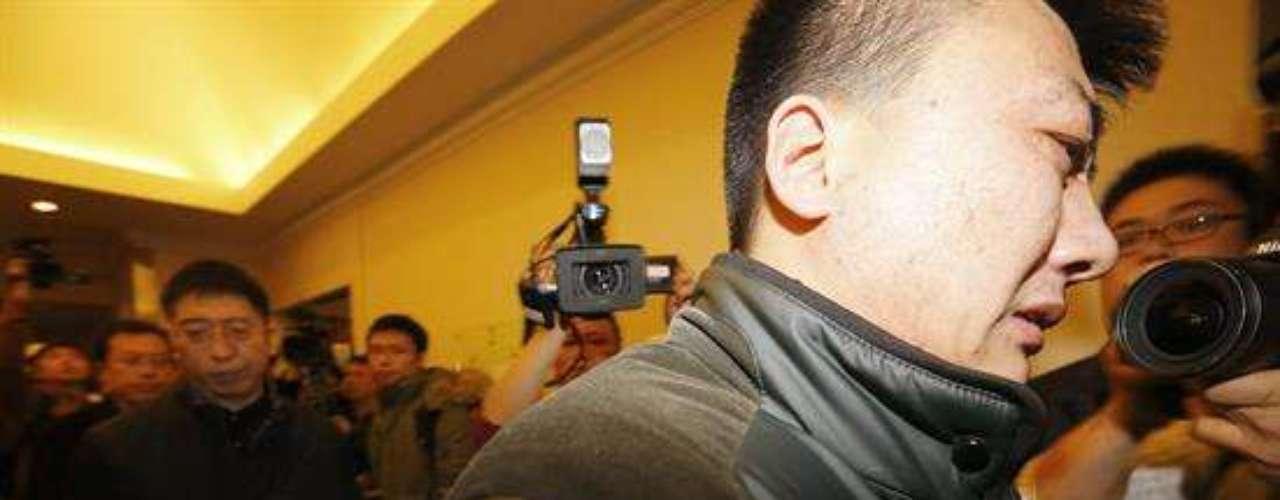 Según ha podido comprobar Efe, en la entrada del hotel había varias ambulancias, así como grupos de psicólogos que accedían a la sala donde permanecen los familiares entre las preguntas de los periodistas.