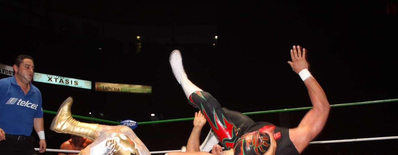 Se vivió la primera etapa del torneo Parejas Increíbles, donde un técnico hace dupla con un rudo. El primer dúo en morder el polvo fue Felino y Titán. Le siguieron: Rey Cometa y Pólvora, Vangellys y Valiente, La Máscara y Mephisto, Místico y Reaper, Volador Jr. y Averno. En la final quedaron Máximo y Rey Escorpión  que se convirtieron en la sorpresa de la noche al derrotar a la Sombra y Último Guerrero.